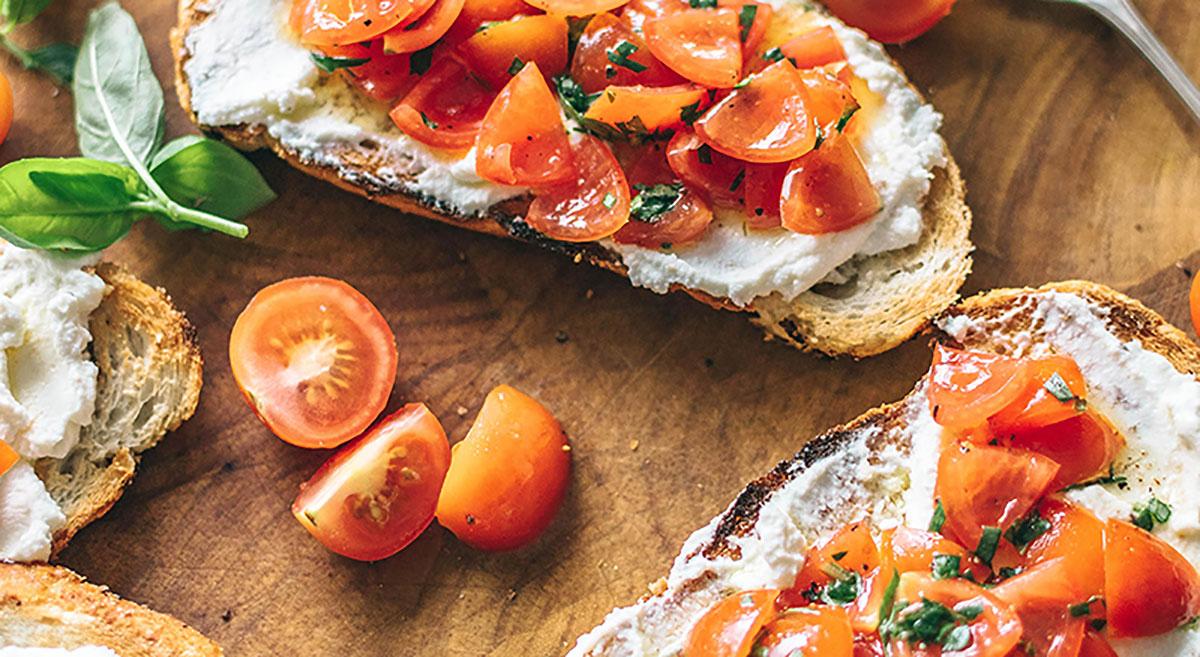 Bruschetta aux tomates et basilic frais