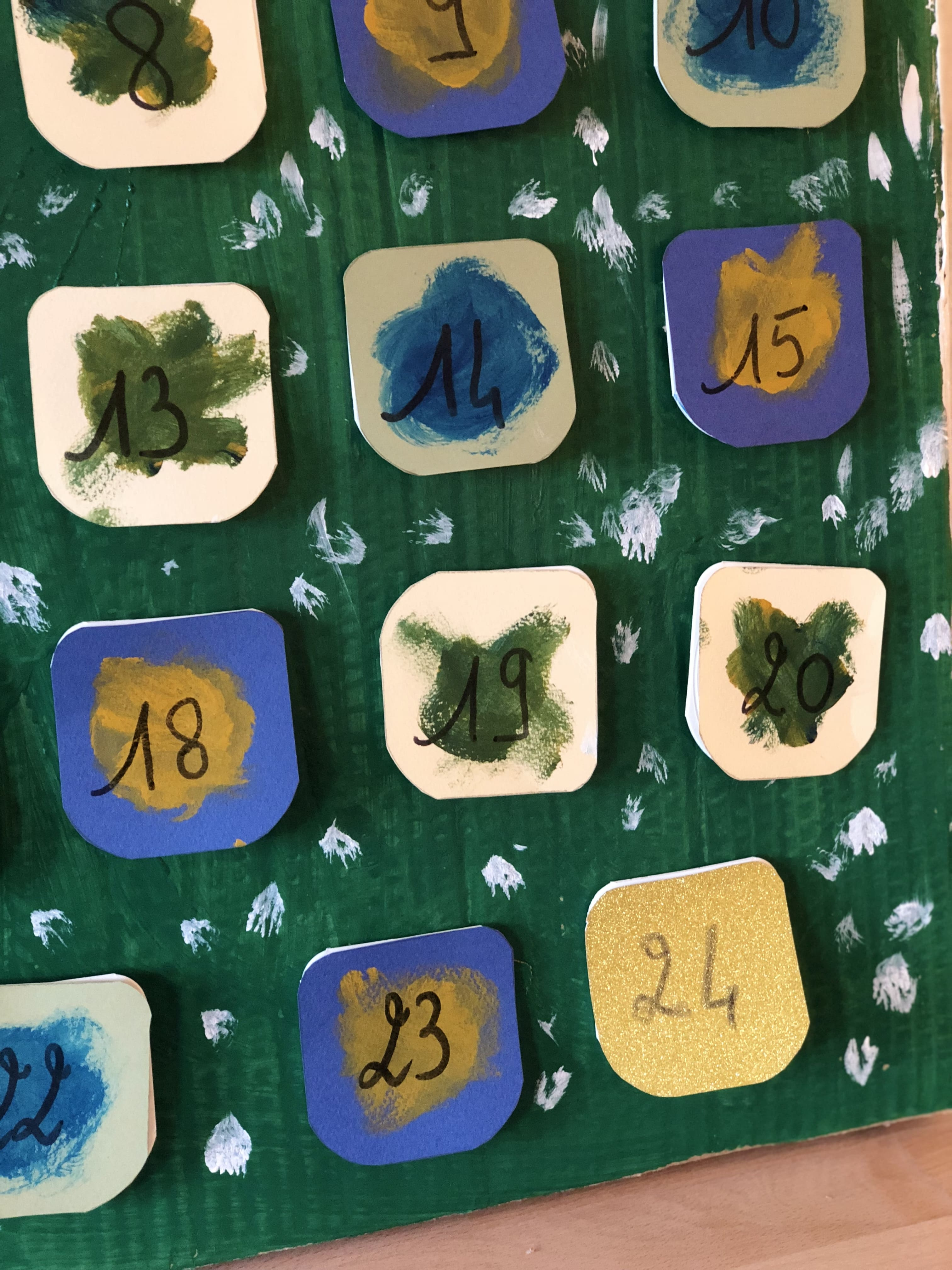 Fabriquer un calendrier de l'Avent en pots de yaourts !